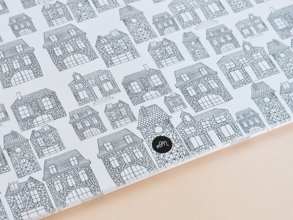 détail intérieur sets de table à colorier motif maison, les manies de Marion, papeterie française haut de gamme