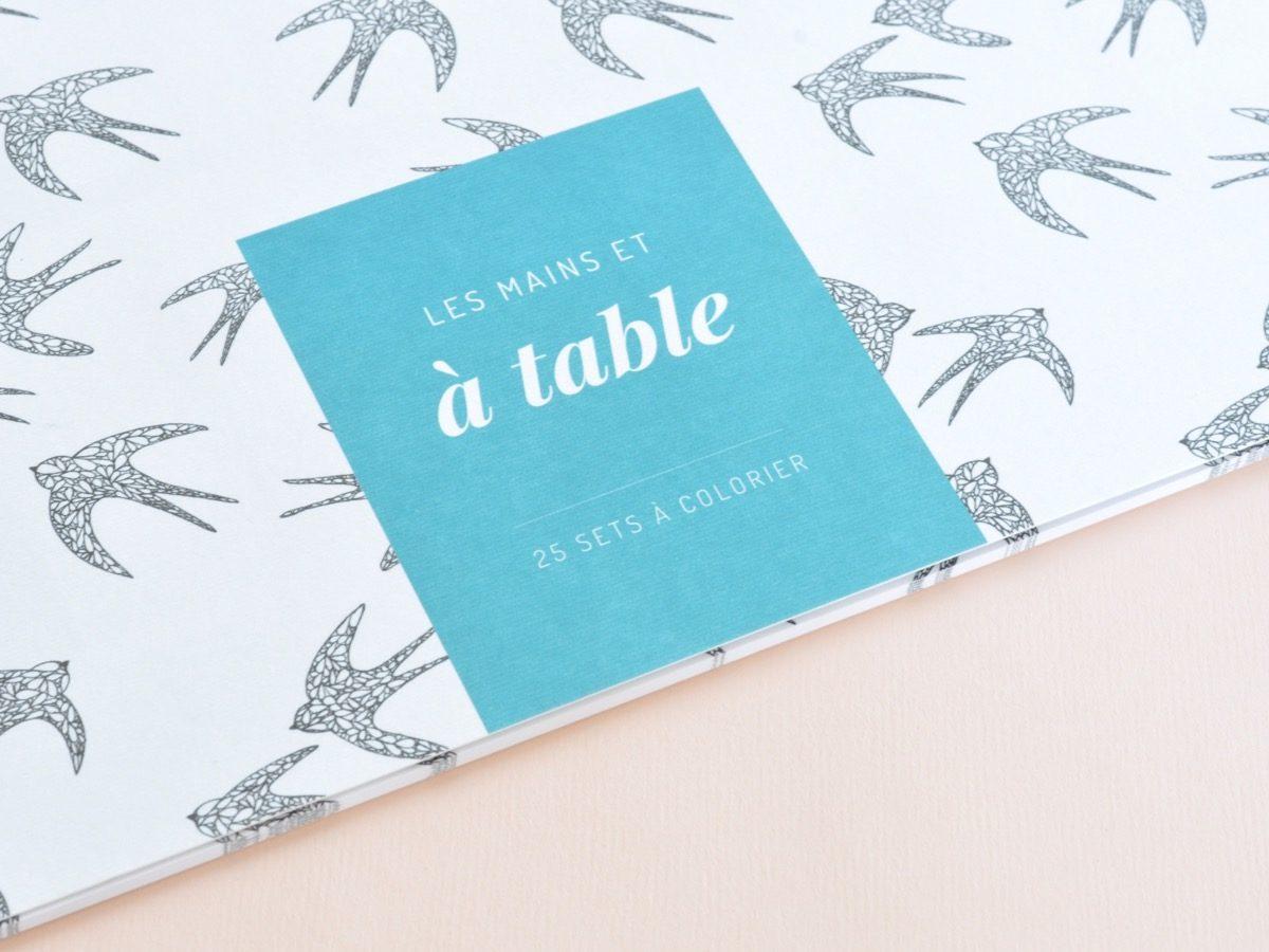 détail couverture sets de table à colorier motif oiseau, les manies de Marion, papeterie française haut de gamme